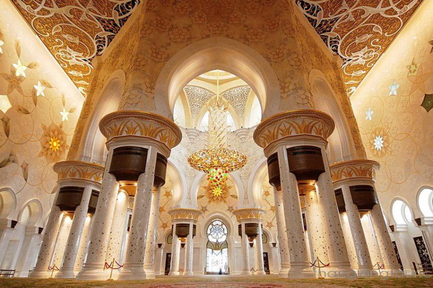 Nha-tho-Hoi-giao-Sheikh-Zayed